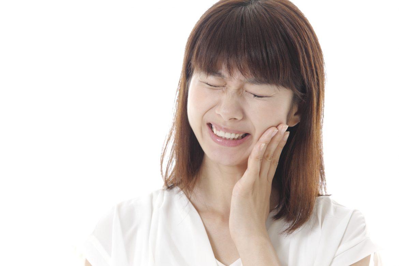 歯が痛い!ホワイトニング中に薬剤がしみる原因とは