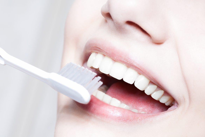 自宅で白い歯が手に入る?ホワイトニングジェルの魅力