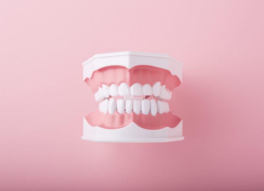 なぜ汚れるの?歯の黄ばみの原因と取る方法