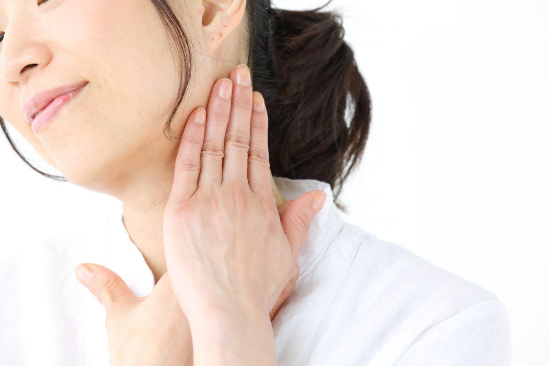 目立つ首のぶつぶつが気になる!原因と治し方について知りたい
