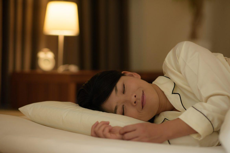 枕が原因のひとつに!首しわ撃退方法とは?