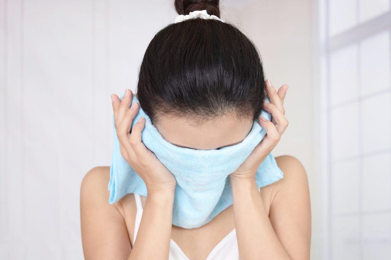 いちご鼻には蒸しタオル!注目のスキンケア方法と注意点を伝授