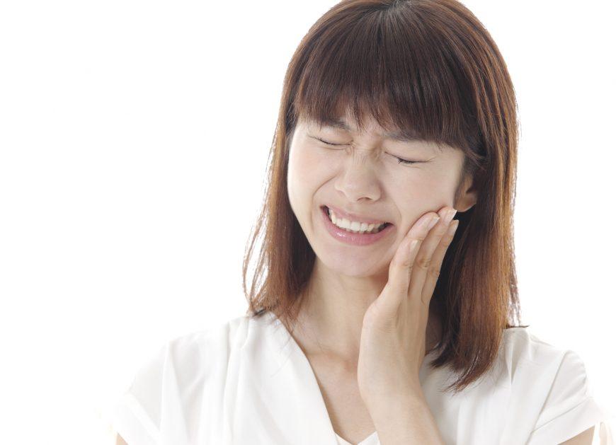 歯が痛い!ホームホワイトニング中に薬剤がしみる原因とは